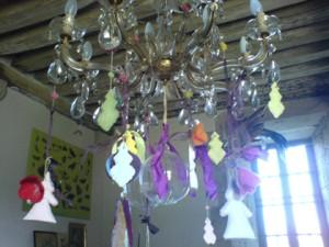 Zucker-bekrönter Leuchter im Château